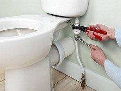 Главное правило установки унитаза - крутить двумя ключами, чтобы не порвать шланги