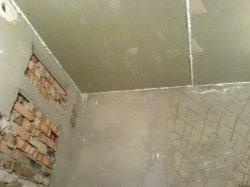 помещение ванной для монтажа плитки должно быть пустым