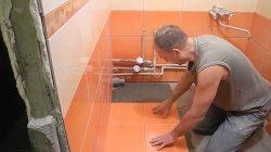 Вся сантехника должна быть проведена до монтажа плитки