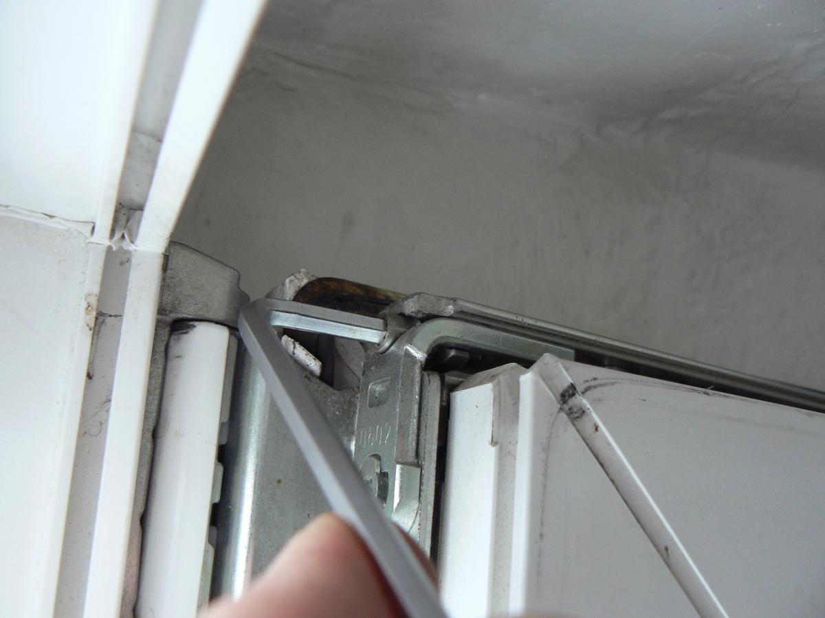 Регулировка прижима пластиковых окон, регулировка окон.