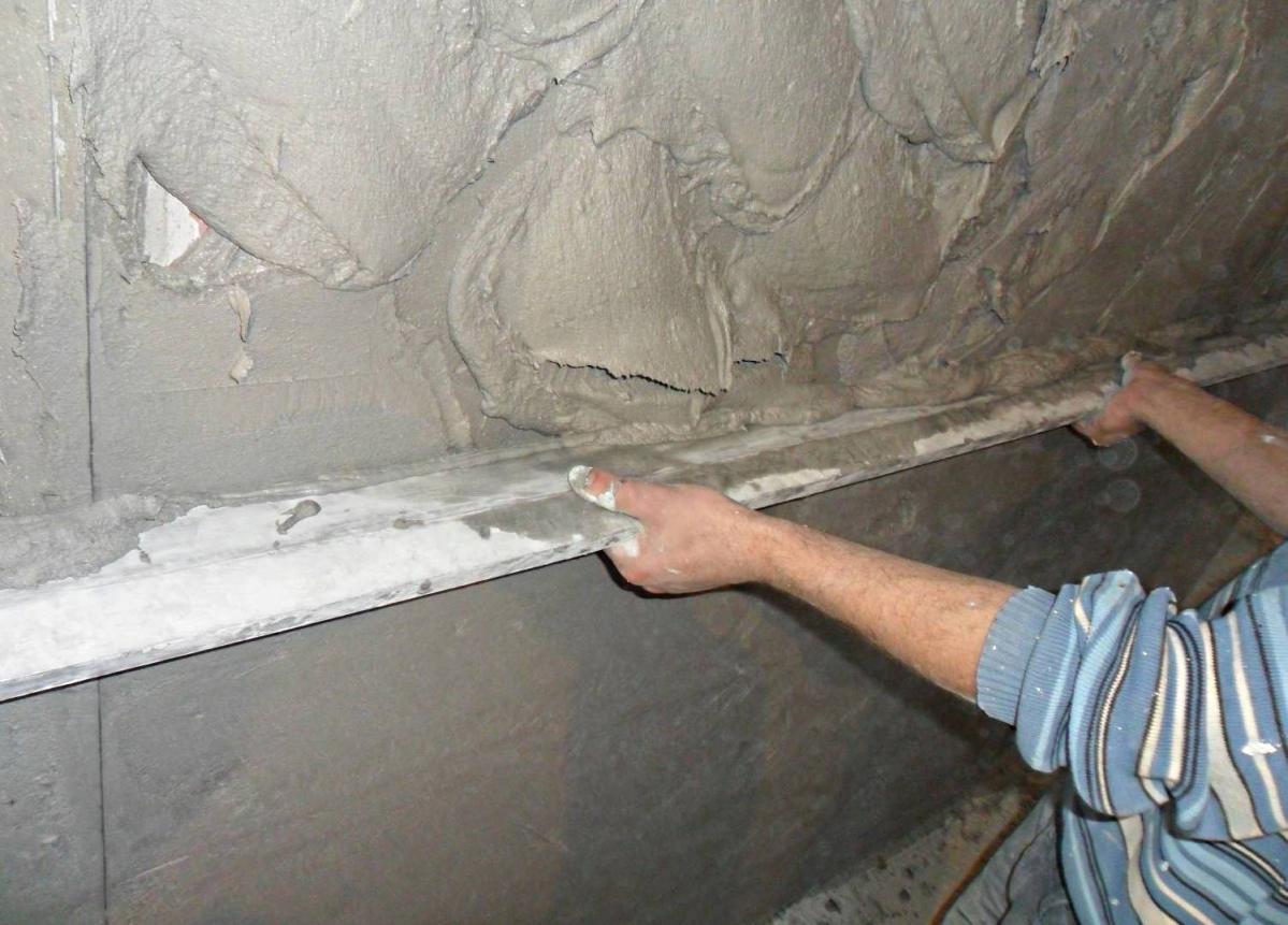 Подготовка неровной стены под покраску