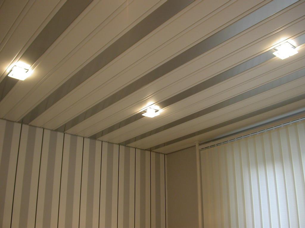 Потолок из пластиковых панелей фото2