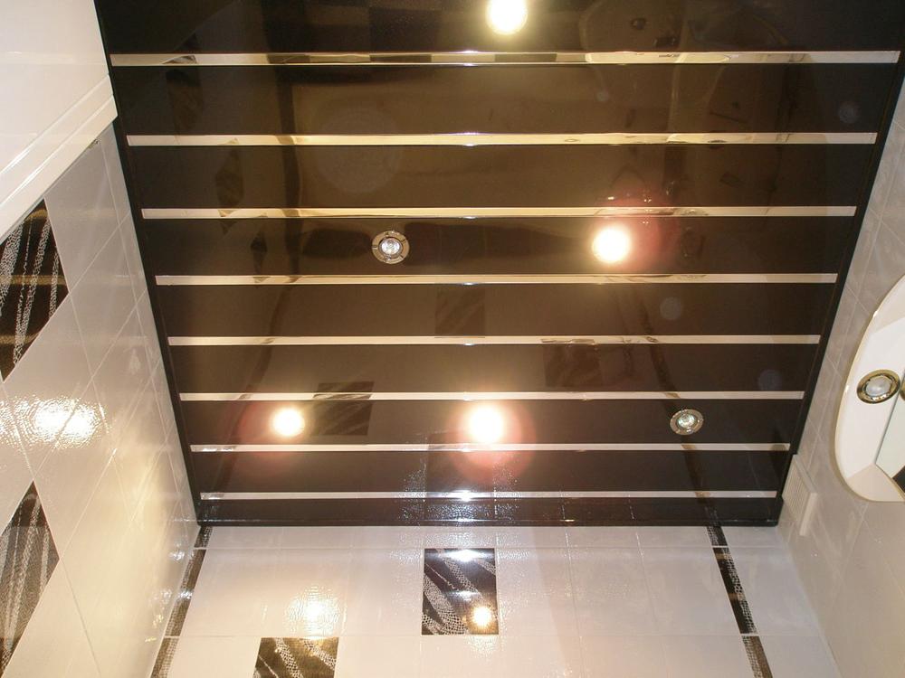 Потолок из пластиковых панелей дизайн2