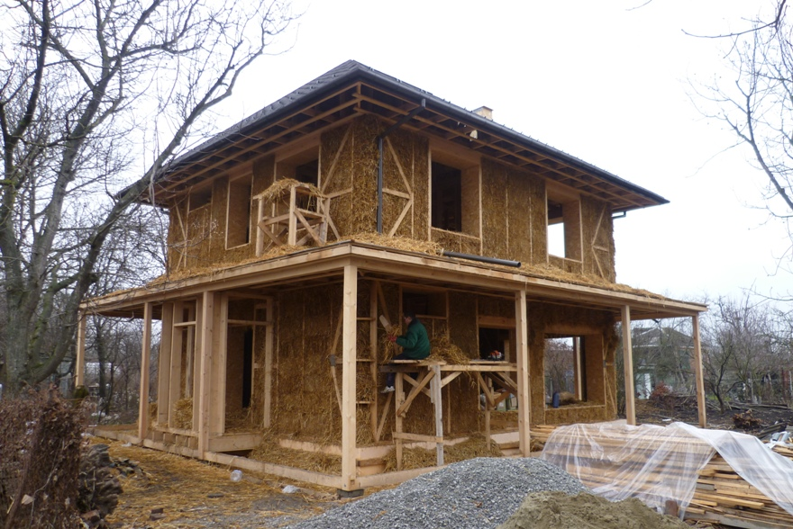 Дом из соломенных блоков фото