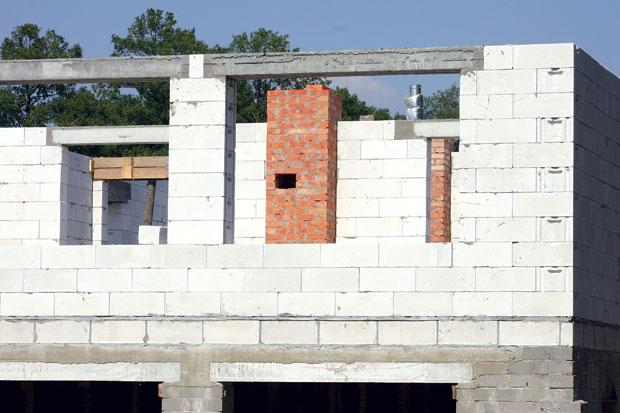 Кладка блоков из ячеистого бетона фото