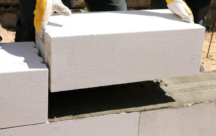 Кладка блоков из ячеистого бетона фото2